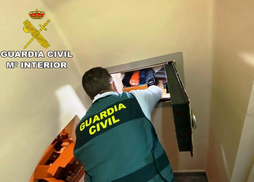 Detenido el presunto autor de 17 delitos de robo en interior de vehículos en la localidad de Benicarló