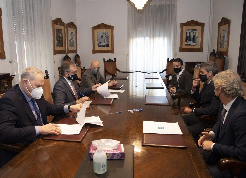 La Diputación de Castellón firma un póliza de crédito de 18 millones de euros con Cajamar para activar los adelantos de tesorería solicitados por los ayuntamientos