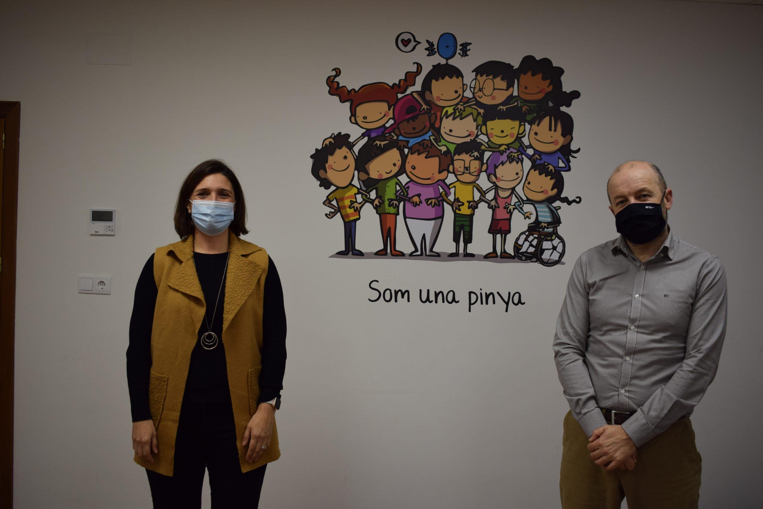 Fundació Caixa Rural Vila-real dona 8 camas articuladas a la Associació d'Esclerosi Múltiple de Castelló