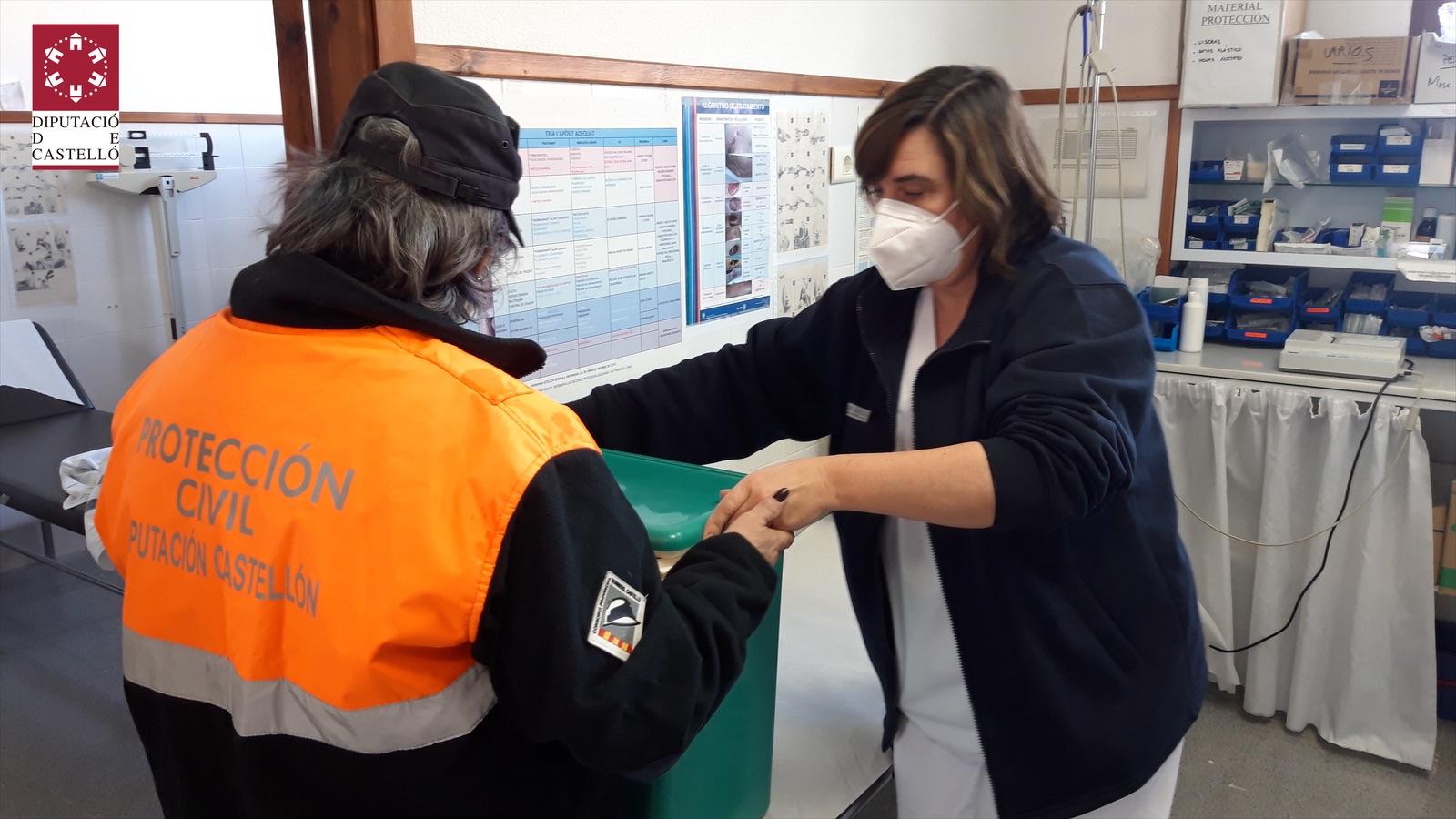Protección Civil de la Diputación de Castellón asume el transporte de las vacunas y pruebas PCR en Els Ports ante el mal estado de las carreteras