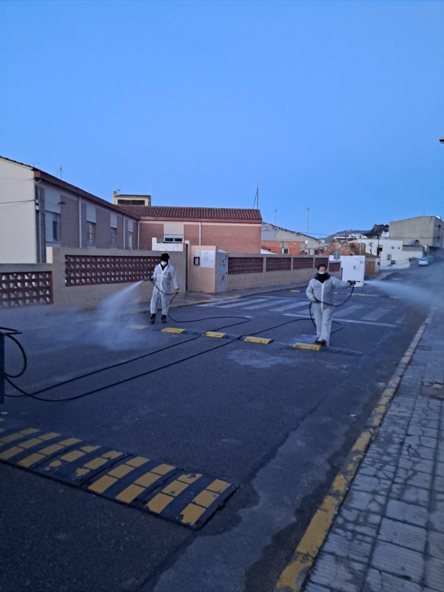 Almenara intensifica la desinfección de los espacios públicos