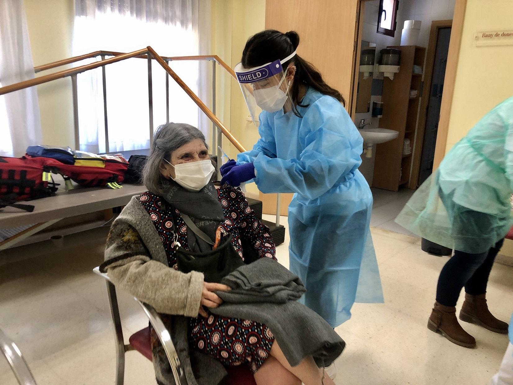 Almassora crea una bolsa de empleo de enfermería para la Residencia de la Tercera Edad