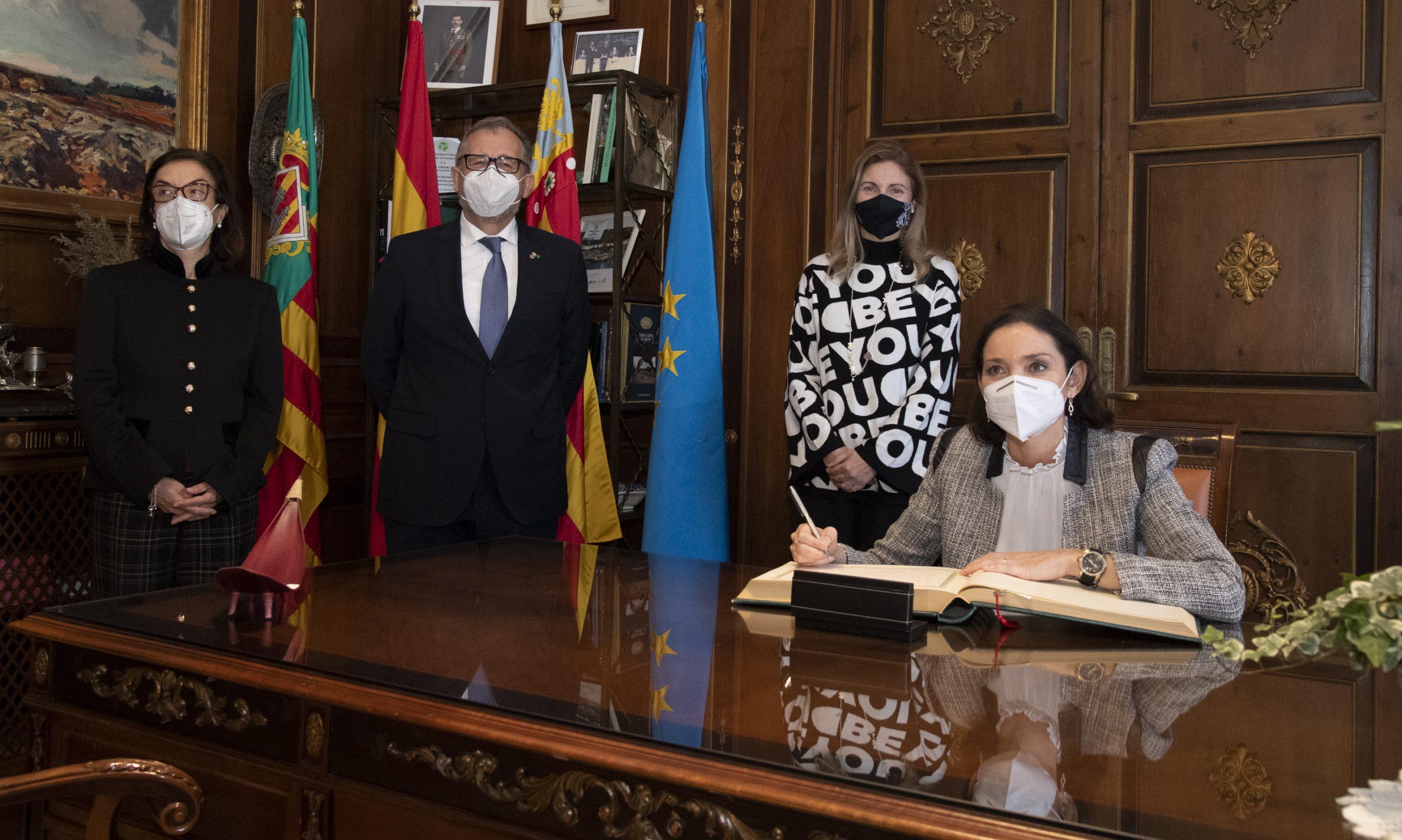 """Martí subraya el apoyo de la ministra de Industria a la cerámica de Castellón como motor """"estratégico"""" en la recuperación económica de España"""