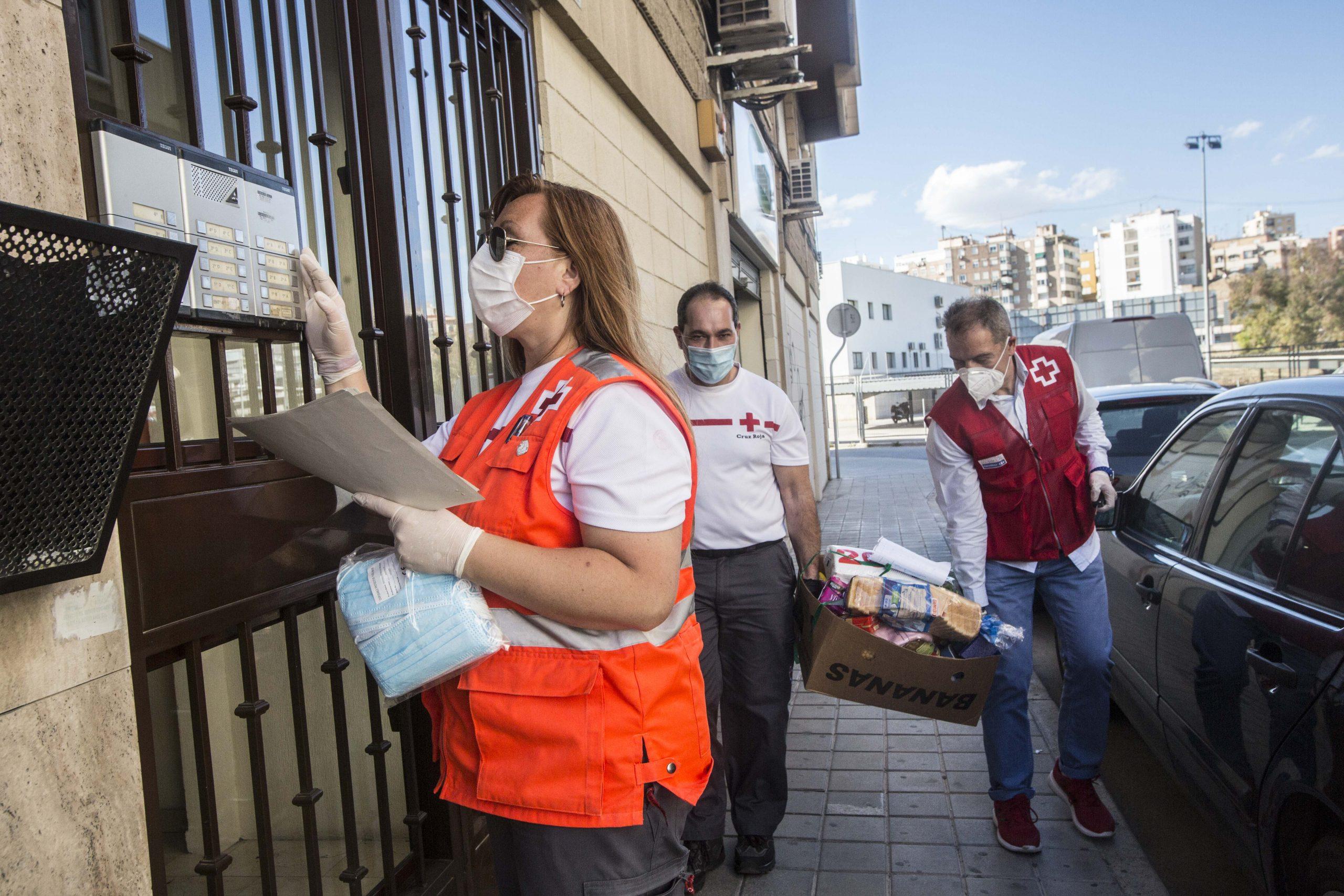 Cruz Roja celebra su primera Banderita online en la Comunidad Valenciana a favor de las Personas Mayores