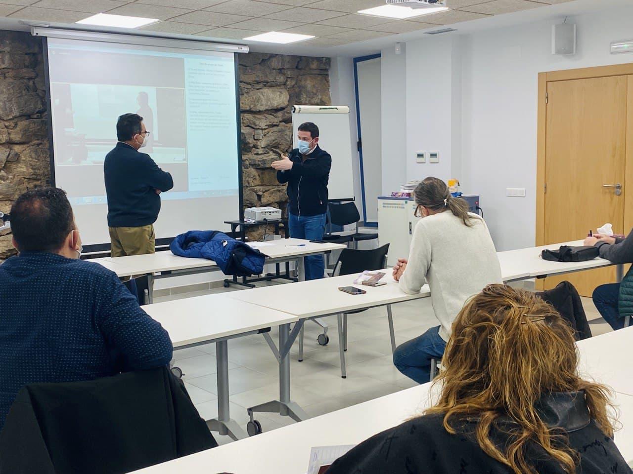 Garcia presenta el proyecto de recogida selectiva puerta a puerta de la Diputació de Castelló a los ediles del interior