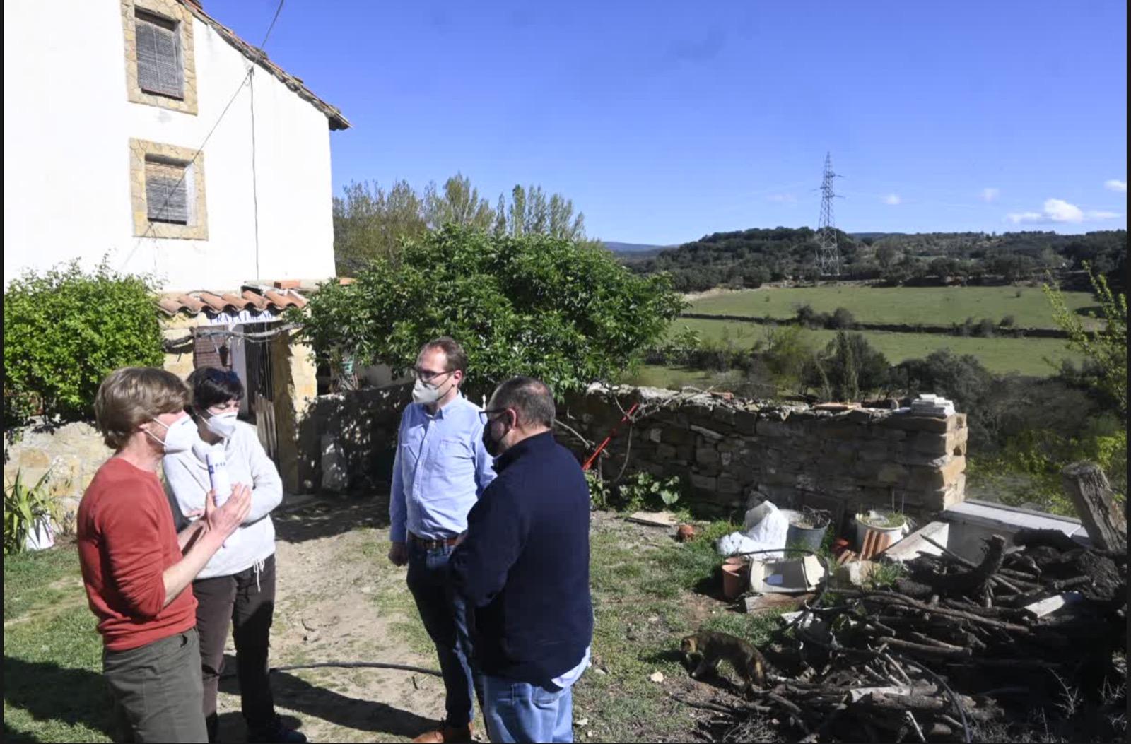 Blanch (PSPV-PSOE) visita las zonas afectadas por la MAT de Forestalia para recoger las sensibilidades y reivindicaciones de la ciudadanía y de los alcaldes en contra del proyecto