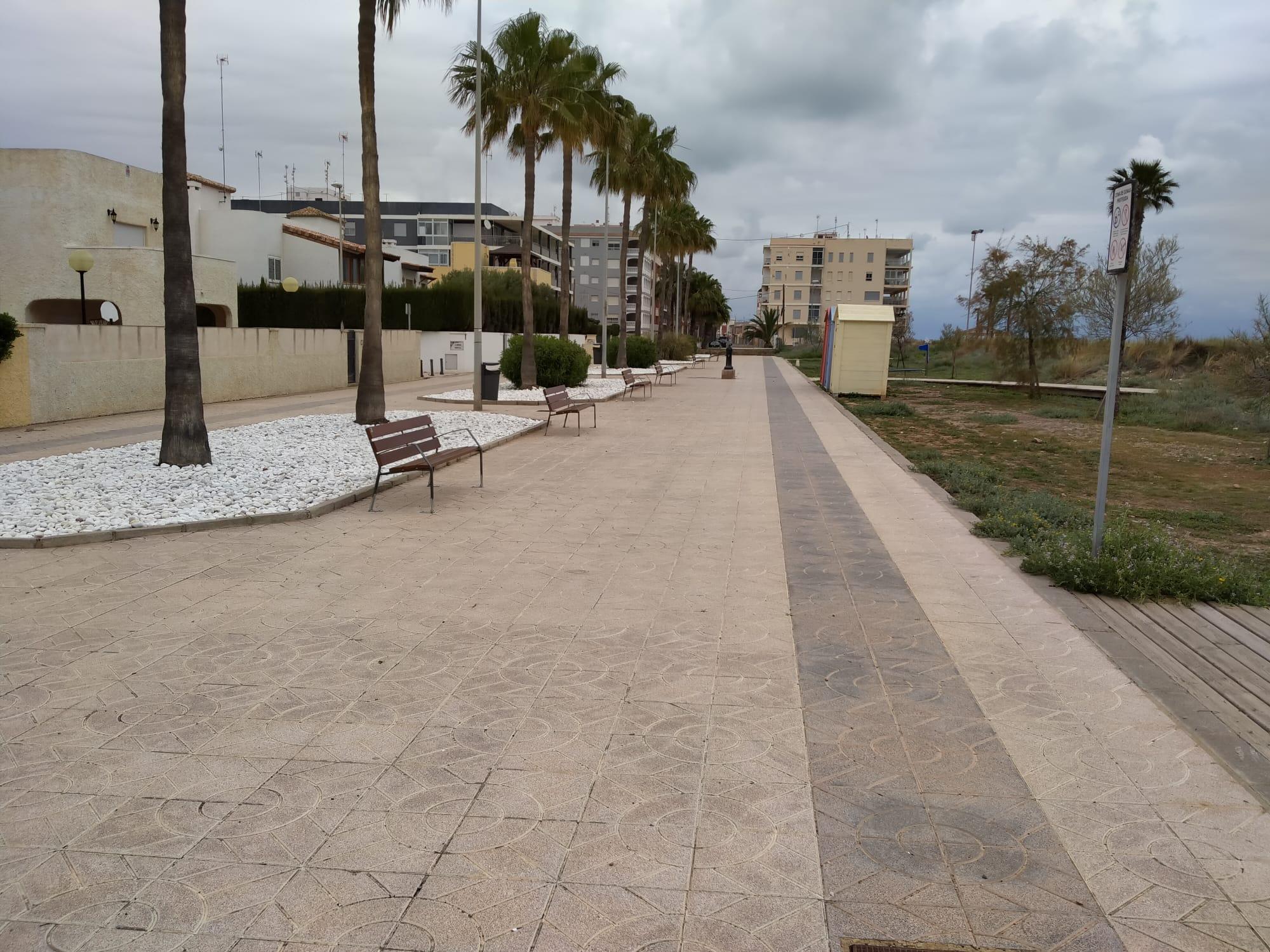 La Playa de Les Marines de Nules cuenta con nuevo mobiliario urbano