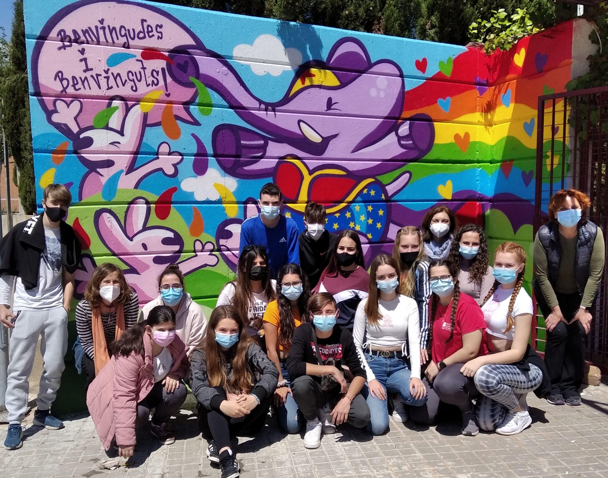 El IES Almenara realiza un mural para simbolizar la diversidad