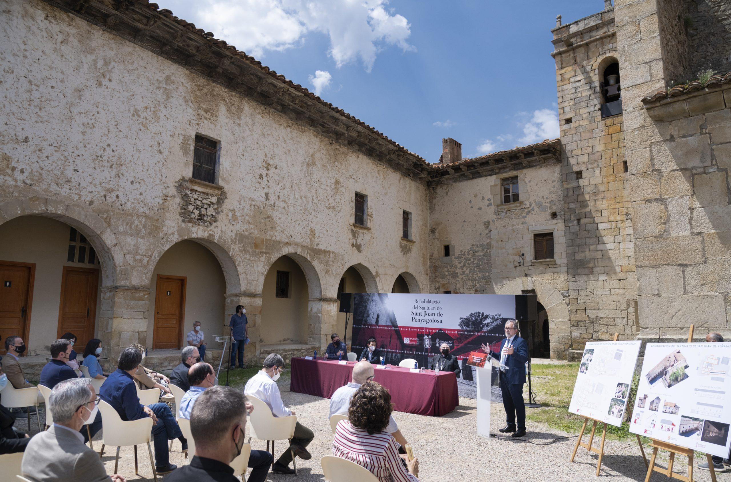 La Diputación de Castellón, la Conselleria de Cultura y el Obispado rubrican en Sant Joan de Penyagolosa el convenio para rehabilitar el santuario