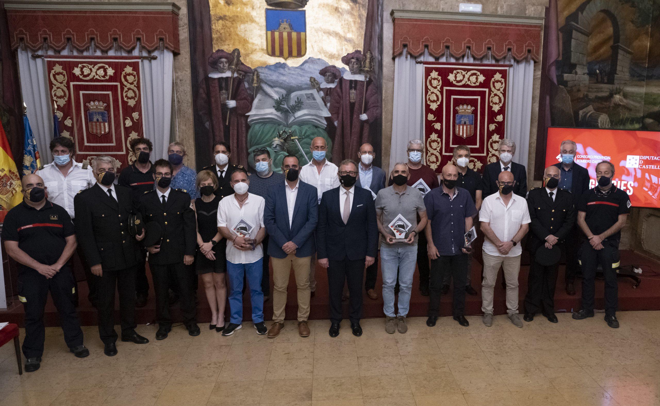 La Diputación de Castellón rinde homenaje por su jubilación a doce bomberos del Consorcio Provincial