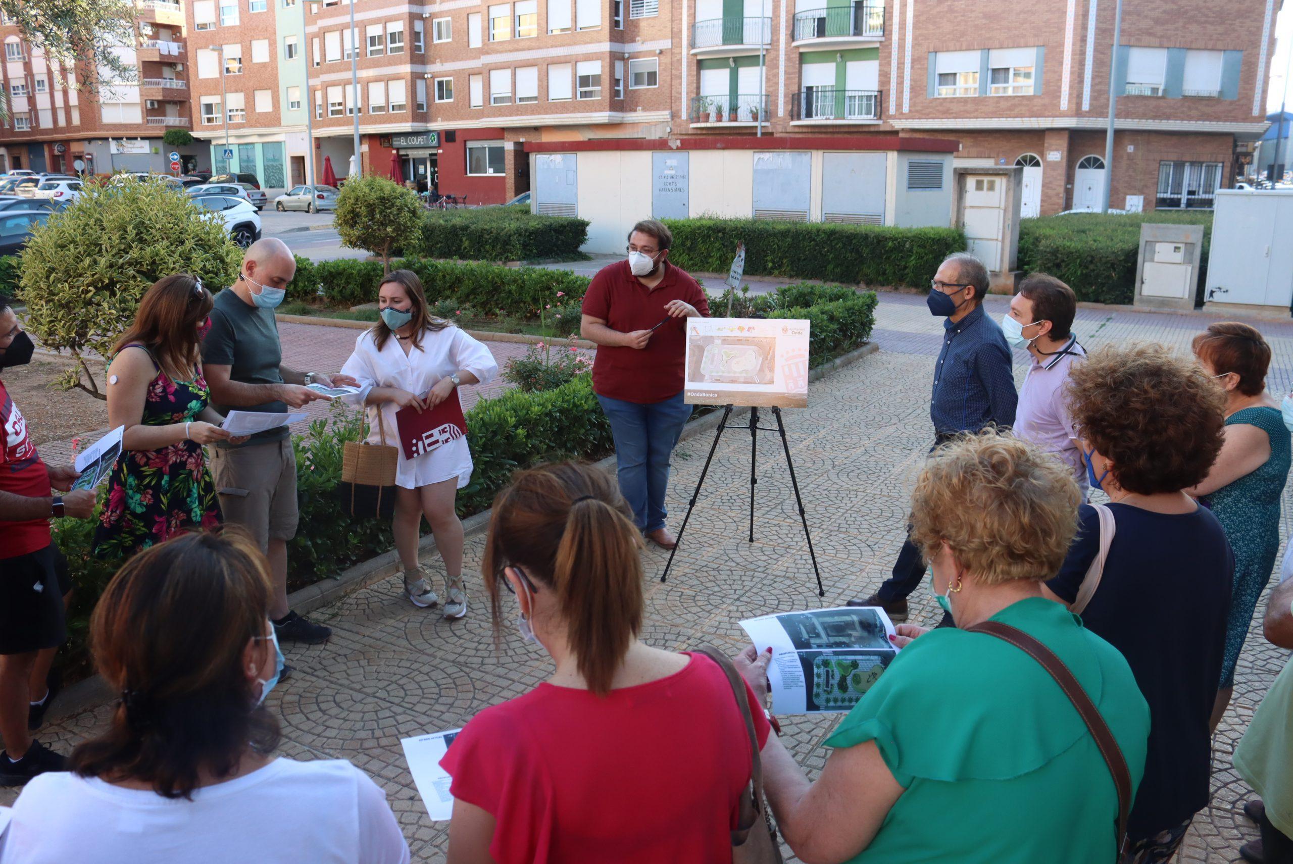 Onda escucha a los vecinos para sumar sus propuestas en la remodelación de la plaza Corts Valencianes