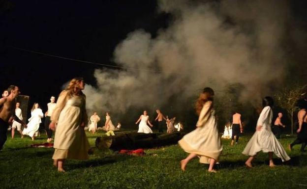 «La Nit de Sant Joan, la verdadera noche de las brujas» explicado por la investigadora África Bovaira