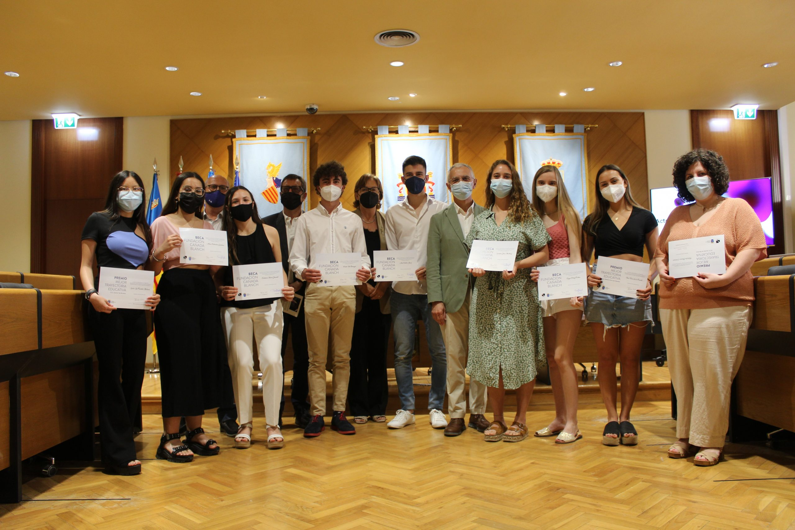 La Fundación Cañada Blanch entrega los premios a la excelencia académica y las becas 2021 a 9 estudiantes de Borriana