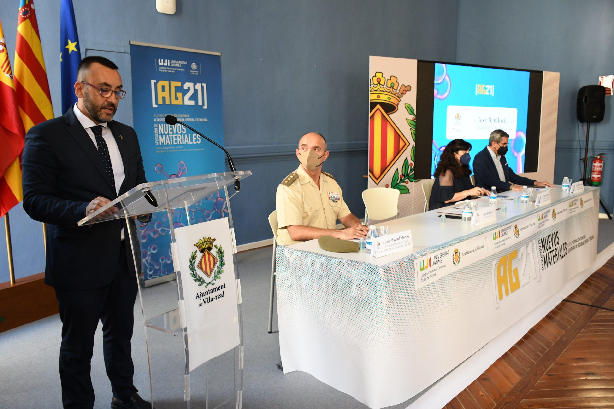 Inauguració del curs 'Alta gerència en seguretat, defensa i tecnologia: aplicació de nous materials' de la Càtedra d'Innovació Ceràmica Ciutat de Vila-real Recibidos