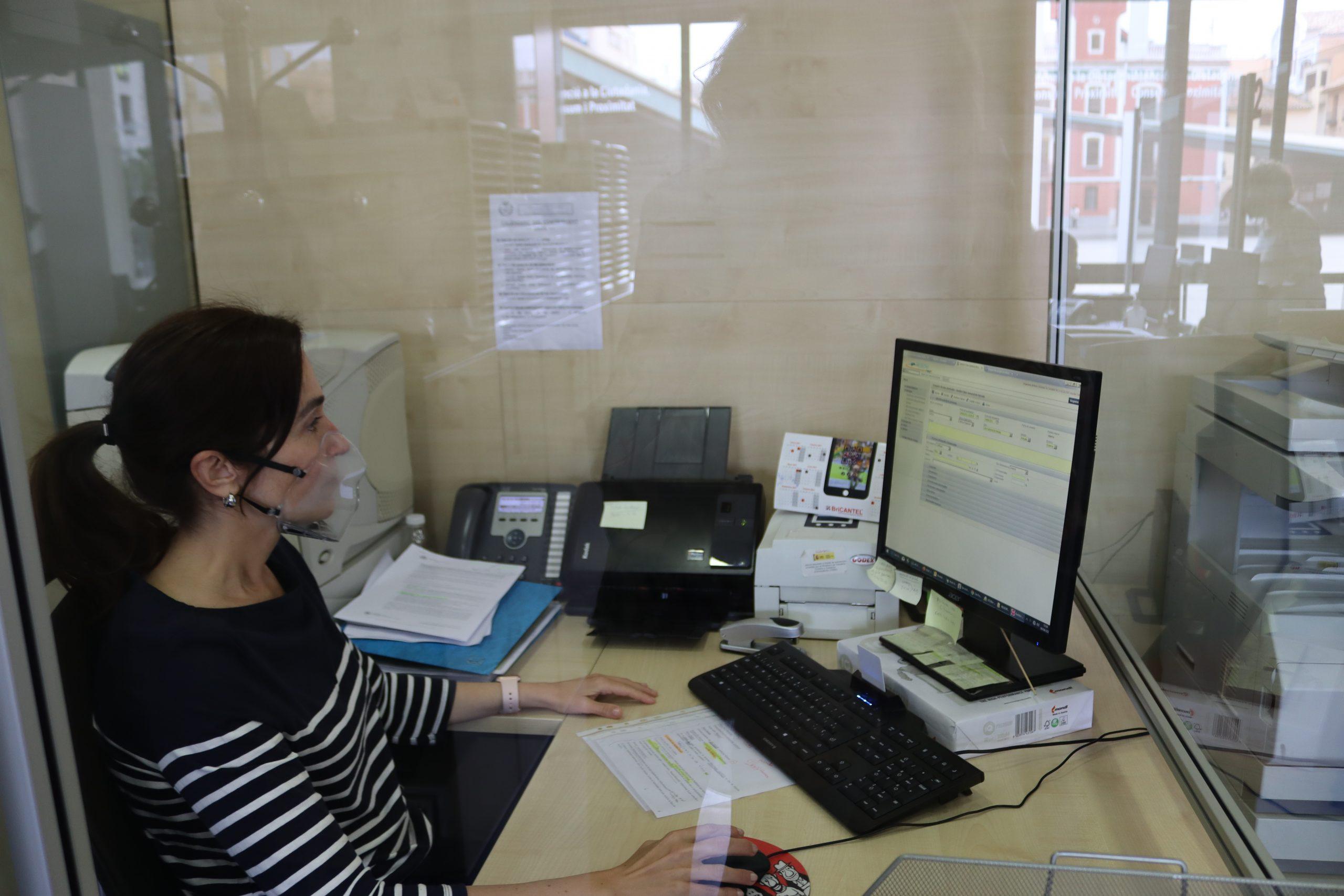 Vila-real adquiere mascarillas homologadas para la atención de personas sordas en el Ayuntamiento y otros servicios esenciales