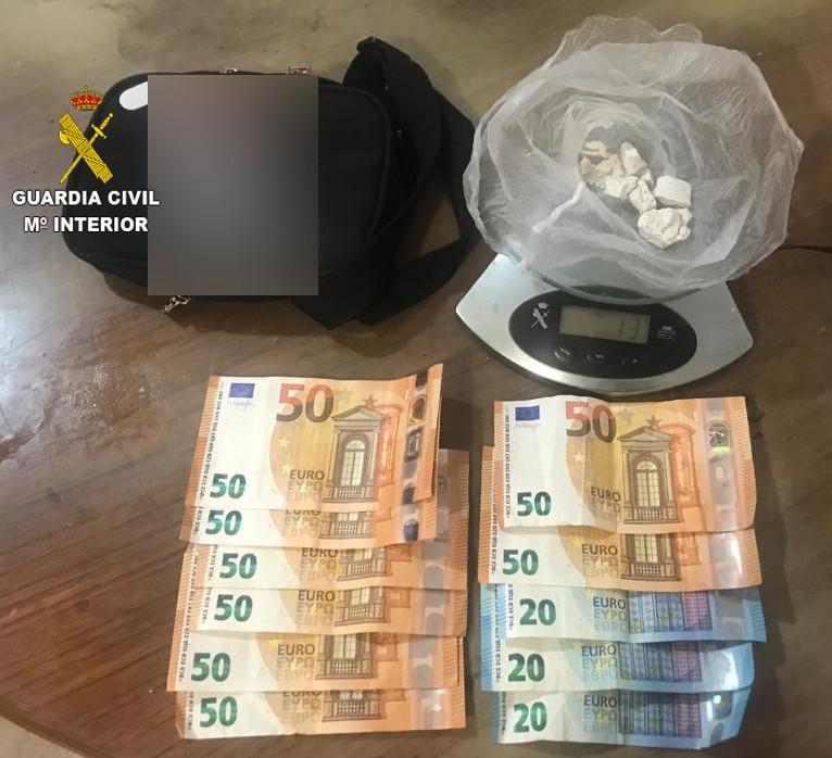 La Guardia Civil detiene a una persona que estaba en posesión de 13 gramos de cocaína en el término municipal de Moncofar