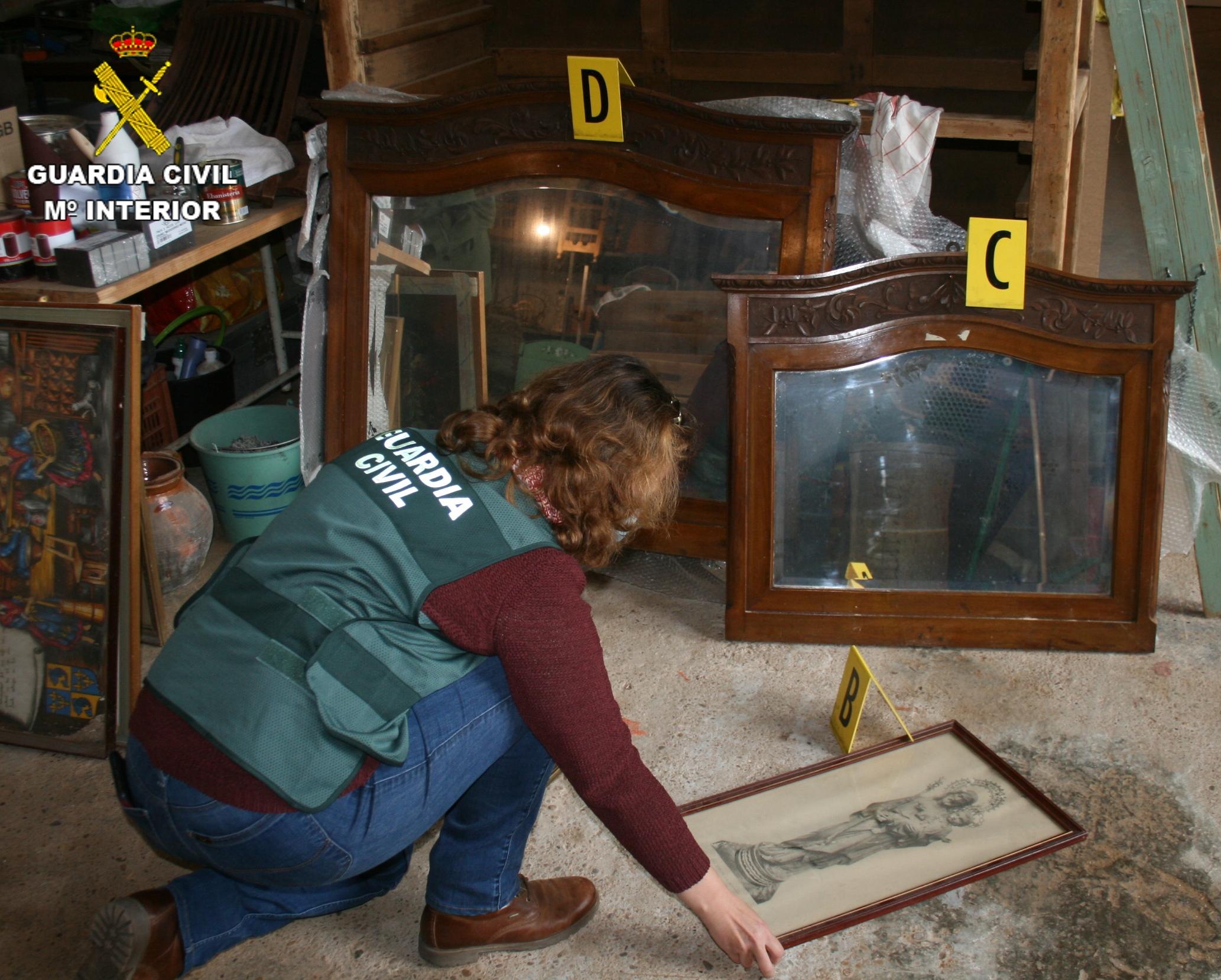 La Guardia Civil ha detenido a dos  mujeres por sustraer muebles antiguos  valorados casi en 100.000 euros