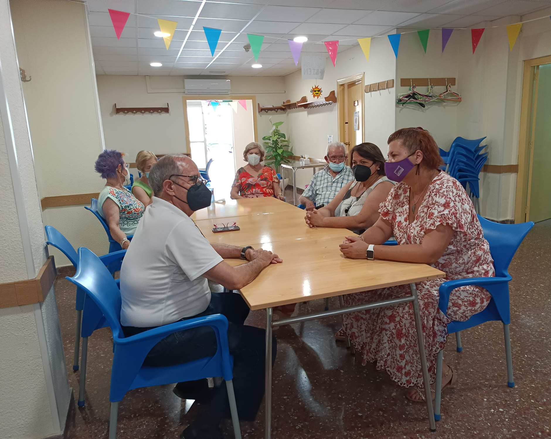 Patricia Puerta presenta las subvenciones de Bienestar Social a la asociación de mayores Crémor de Castelló