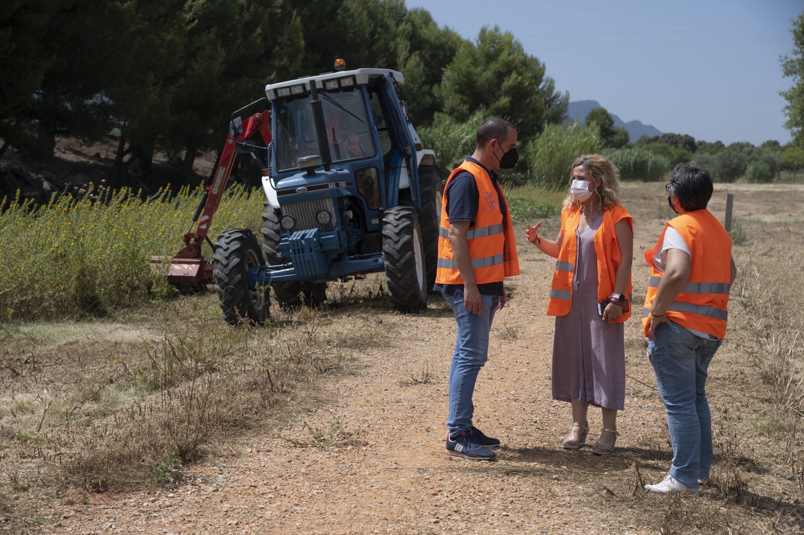 El Parque Móvil de la Diputación invierte este año 13.300 euros en el mantenimiento de pistas y caminos rurales de Cabanes