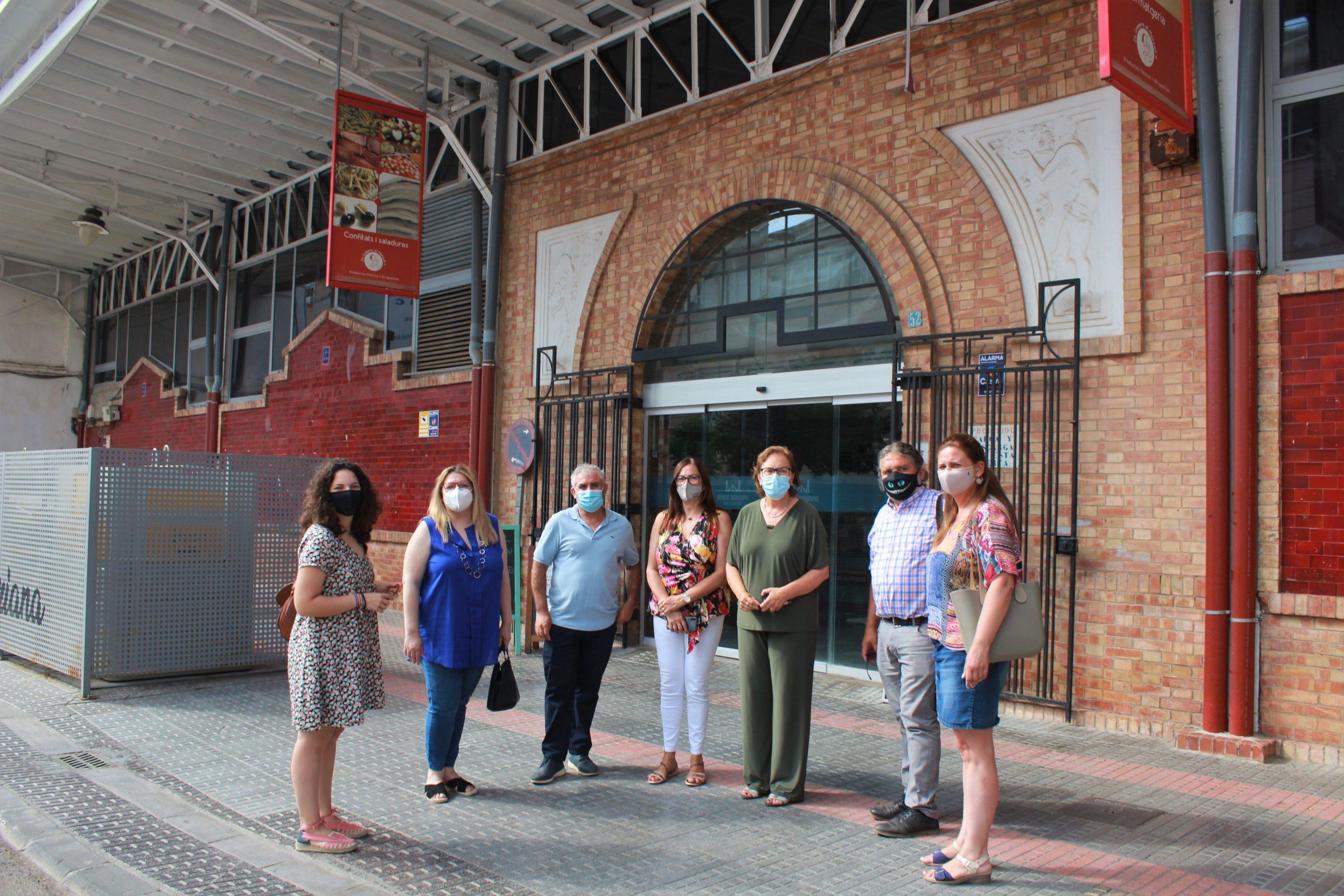 Burriana condena un acto de vandalismo contra la bandera LGTBI del Mercado Municipal