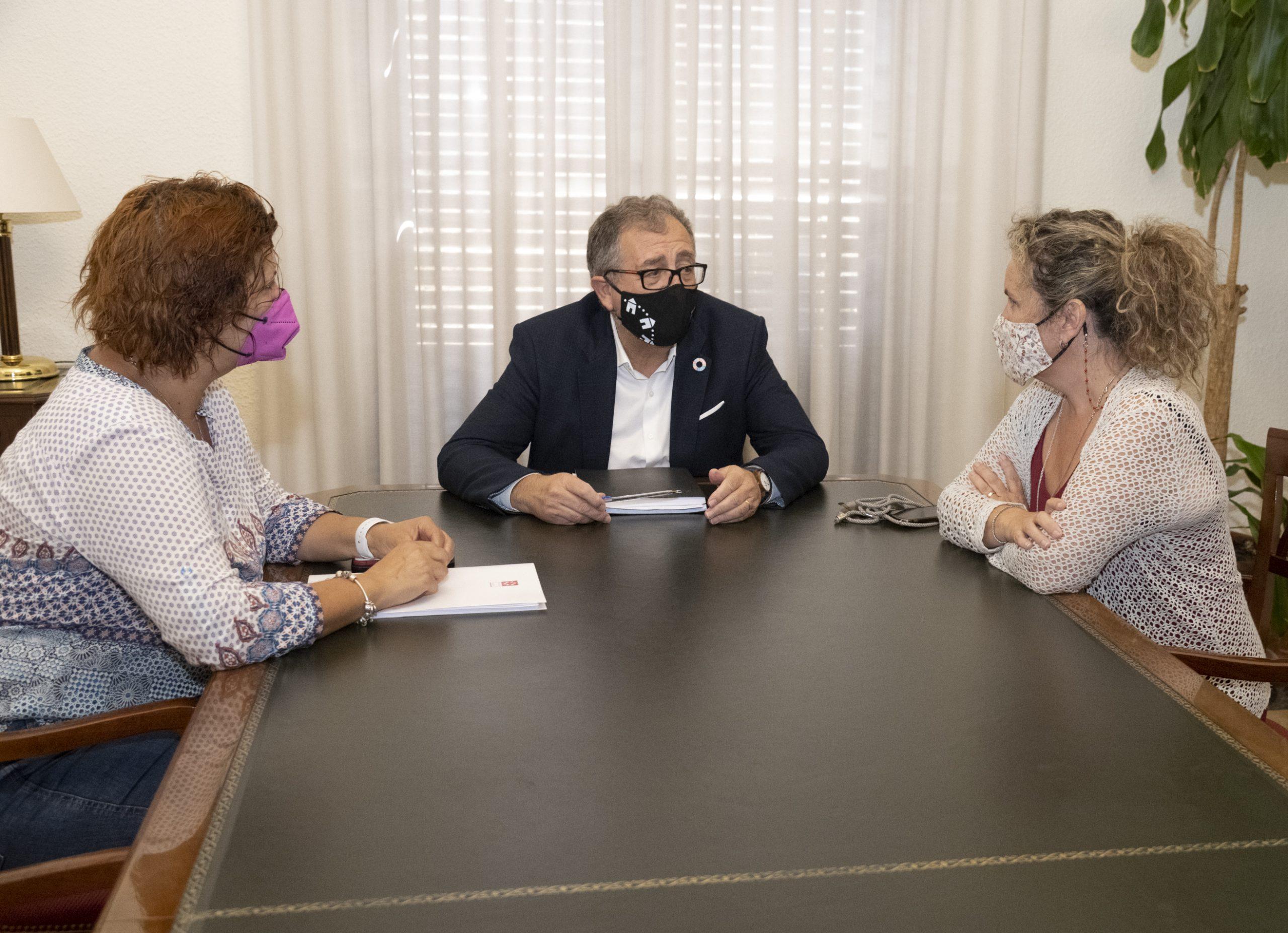 José Martí traslada a la oposición su propuesta para impulsar un ambicioso plan de inversiones para los dos próximos años en el presupuesto de la Diputación de 2022