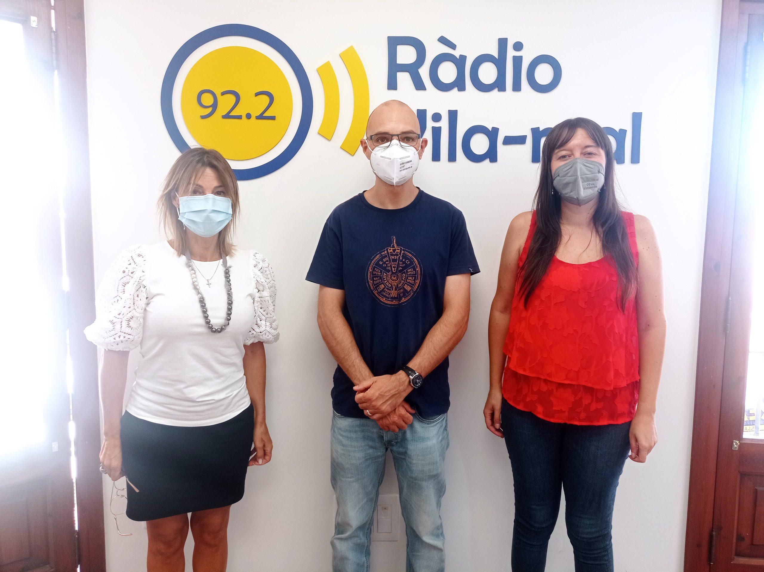 Entrevista al director de la Escuela de Adultos de Vila-real, Paco Gómez, y a su secretaria, Diana Benlliure