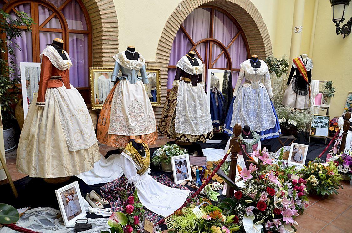 Descubre todos los detalles de la indumentaria regional valenciana con Santi Cortells