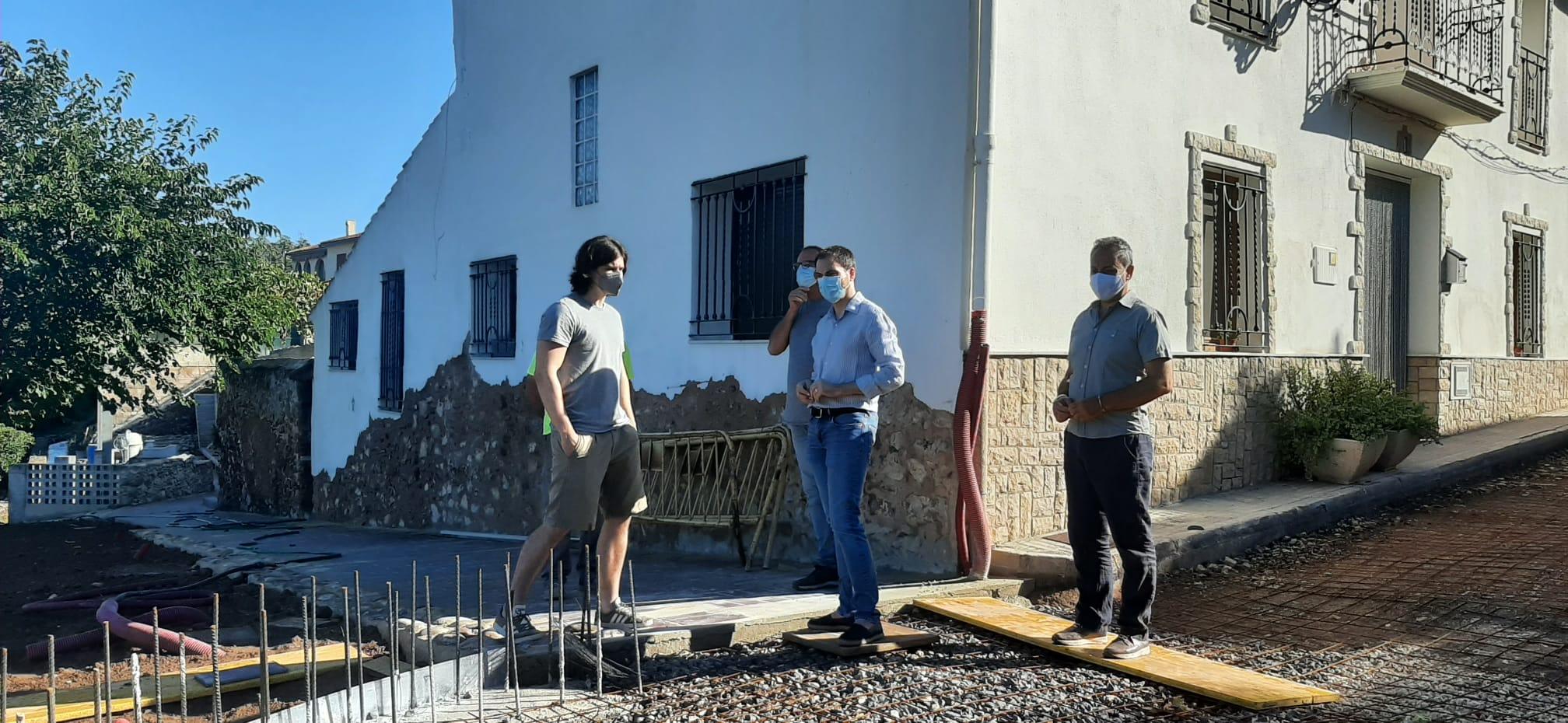Ximo Huguet visita en Sot de Ferrer las obras que financia la Diputación por 247.000 euros para recuperar urbanísticamente el Hinchador