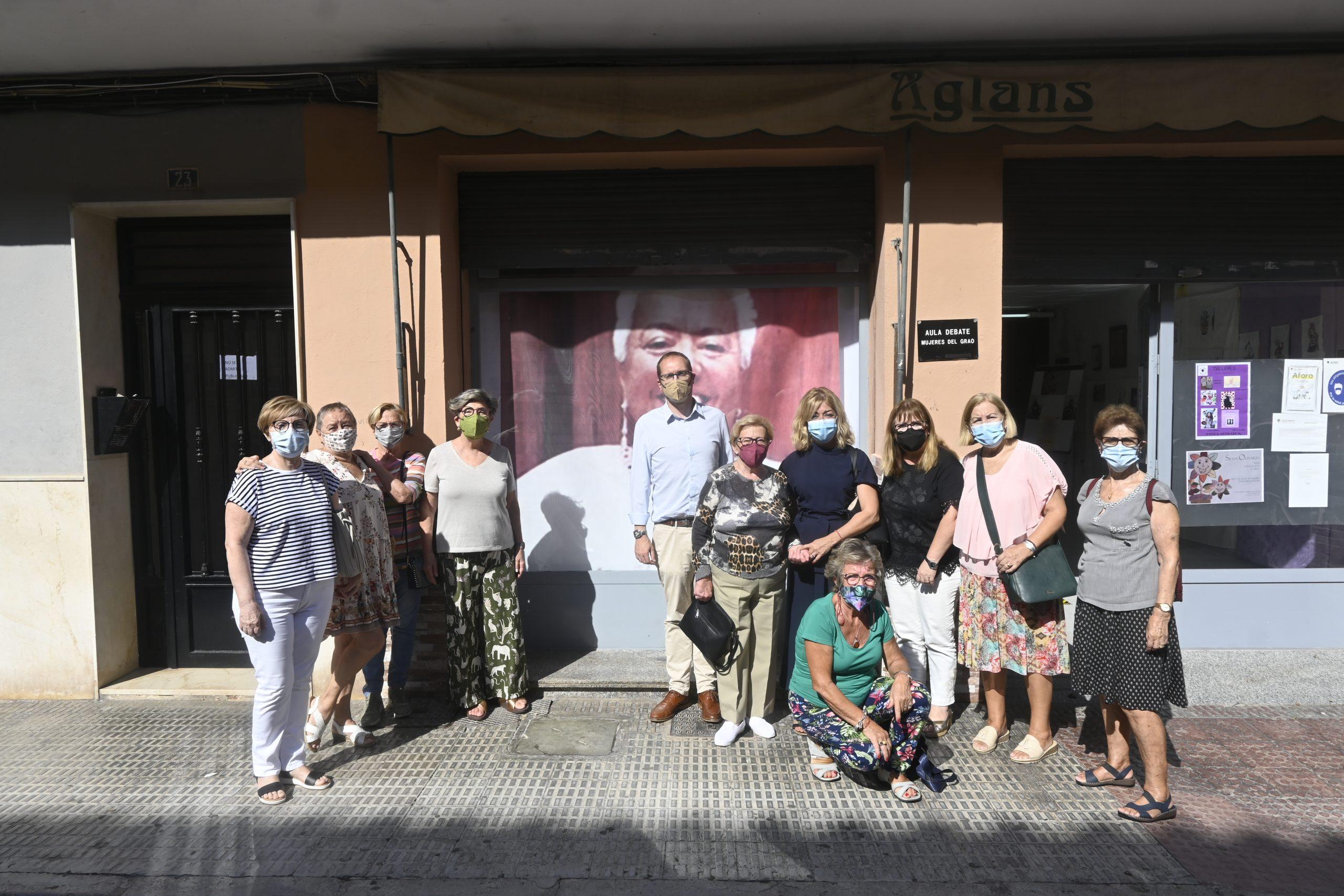 Blanch (PSPV-PSOE) aborda con la asociación Mujeres del Grao el permiso de maternidad y paternidad, el permiso menstrual y el aumento de las aulas de 0-2 años