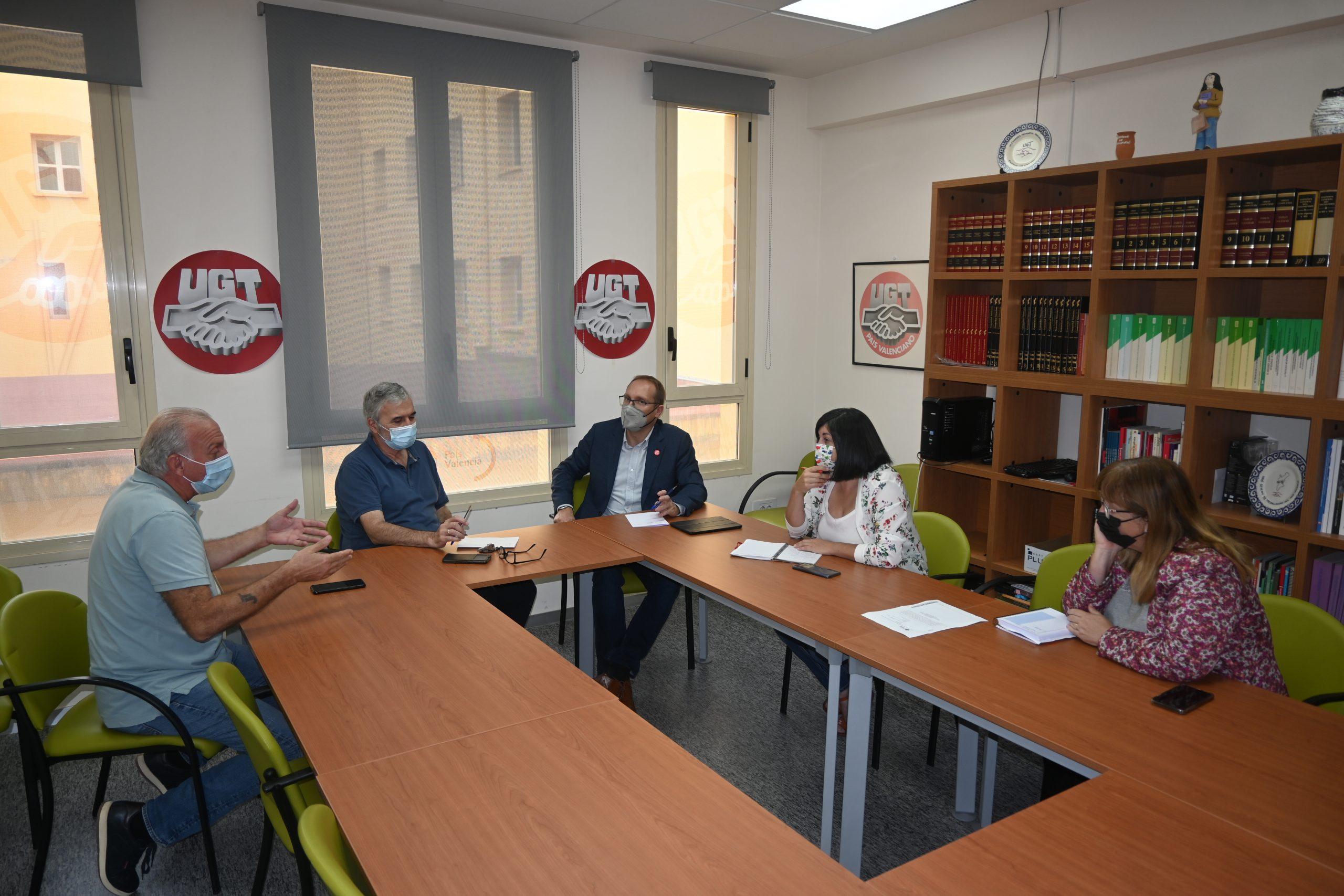 Blanch (PSPV-PSOE) traslada a UGT la apuesta del partido socialista para seguir trabajando de manera conjunta con los sindicatos en la subida del SMI