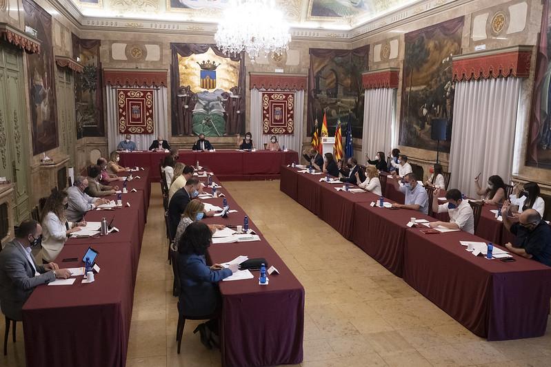 La Diputación de Castellón aprueba un convenio con la Federación Provincial de Cofradías de Pescadores para fomentar la recogida de plásticos en el mar