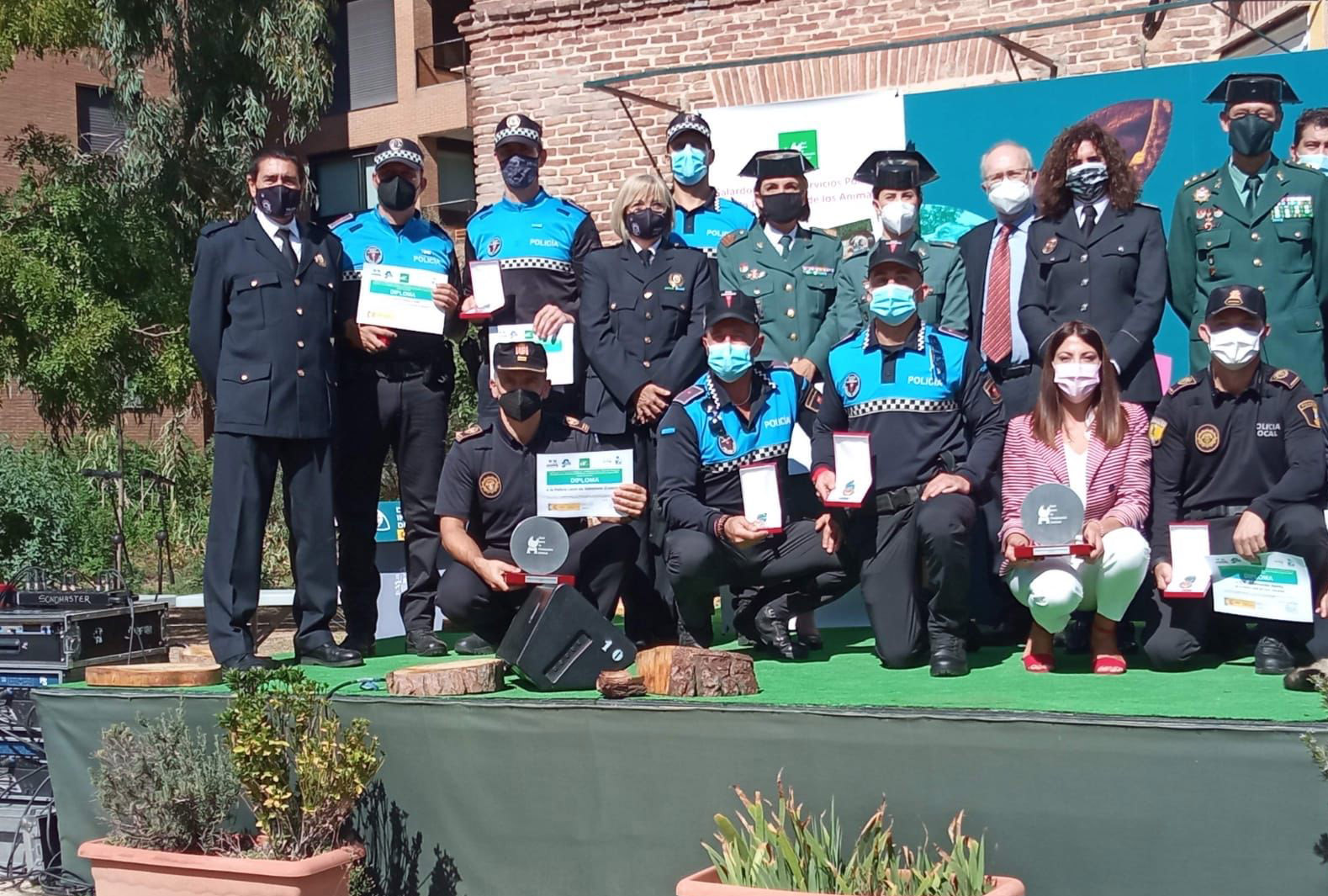 La Policía Local de Almenara recoge en Madrid el premio a los servicios policiales por la protección animal