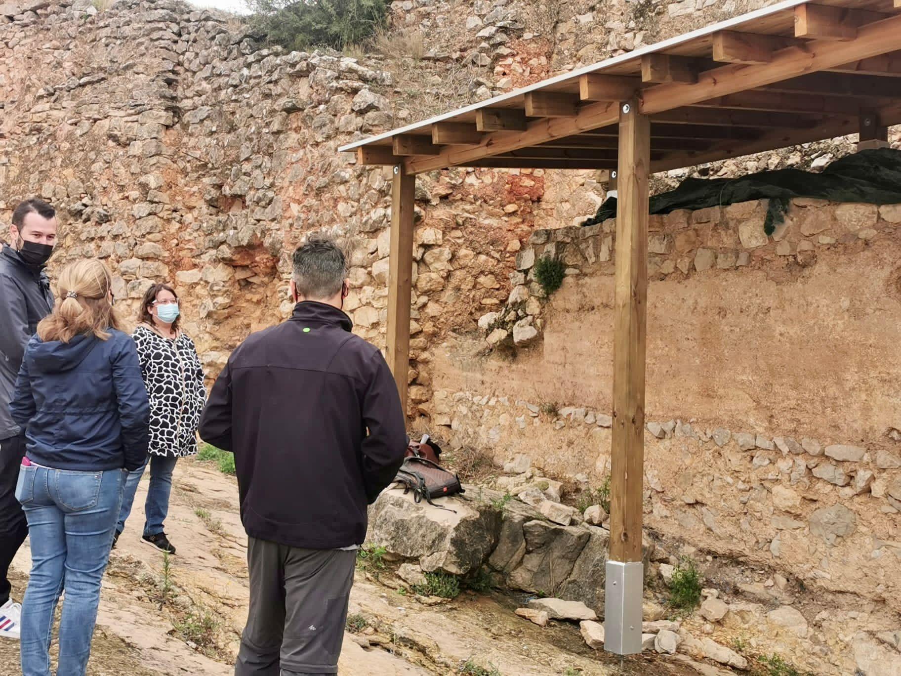 La Diputación de Castellón inicia en Xivert los trabajos de protección de las pinturas templarias del castillo