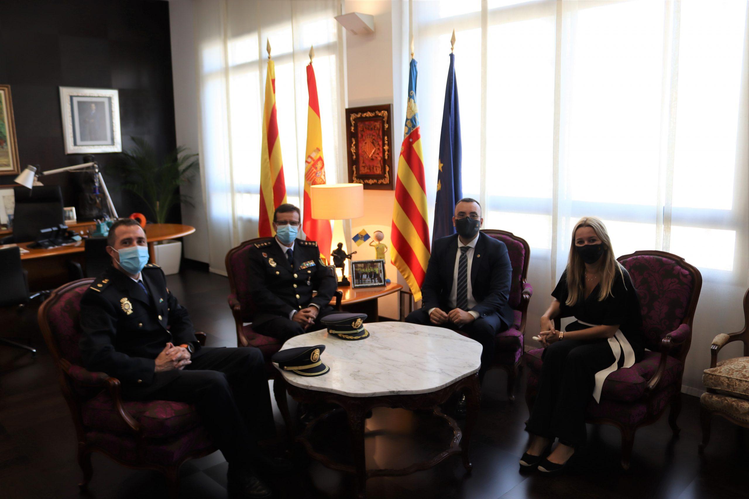 Benlloch dóna la benvinguda al nou cap de la comissaria de Policia Nacional